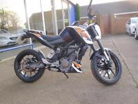 15 15 KTM Duke 125