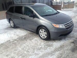 2011 Honda Odyssey LX Minivan, Van