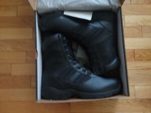 MENS MAGNUM BOOTS NEW IN BOX SIZE 15