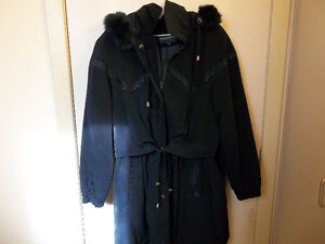 Lovely woman's coat with fur (lg) Kitchener / Waterloo Kitchener Area image 1
