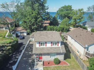 2-STOREY GRIMSBY HOME WITH LAKE VIEWS...