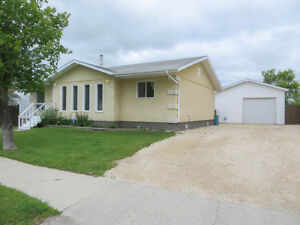 Amazing Family Home! 419 Queen Ave, Selkirk R1A 1G2