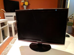 "SAMSUNG 22"" TV / Monitor - Mint Condition"