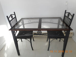 Dining table with 4 chairs West Island Greater Montréal image 1