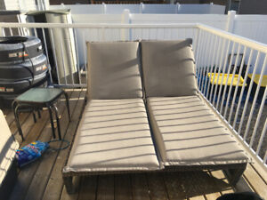 Patio double wicker chaise