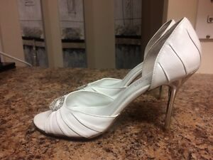 Size 10-4 pairs BEAUTIFUL Like-new heels! Kingston Kingston Area image 7