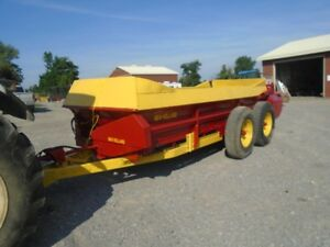 New Holland & Int. Manure Spreaders