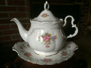 "Royal Albert Tea Pot & Handled Cake Plate ""Tranquillity""pattern"