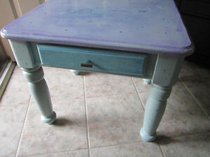 BEAUTIFULLY CHALK PAINTED END TABLE Cambridge Kitchener Area image 2