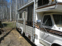 Fully Equipped 27 foot Travelaire RV on Ford Chasis