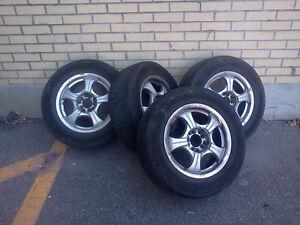 4 pneus d´été avec mags 205/65/15