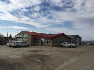 Office and Shop Building for Lease in Niverville
