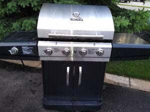 Char-Broil BBQ 4 burners 48,000  btu + side 18,000 btu