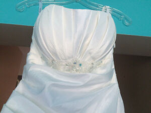 ** NEW PRICE ** BEAUTIFUL WEDDING DRESS