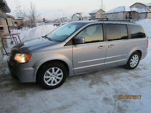 2013 Chrysler Town & Country Touring 97000km Minivan, Van