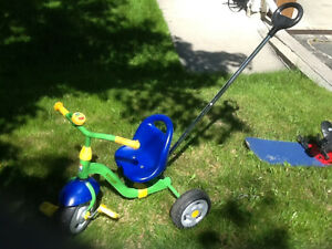 TODDLERS TRICYCLE WITH ADJUSTABLE/REMOVEABLE PUSH HANDLE