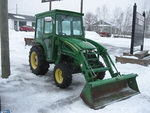 John Deere 4120 Tractor with Loader and Cab