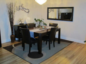 Extendable Dining Table (6 seater expanding to 8 seater)