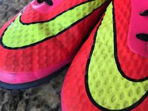 Youth Indoor Soccer Cleats - Nike HYPERVENOM - Size 4.5 Shoes