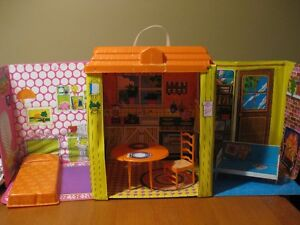BARBIE DOLL VINTAGE COUNTRY LIVING HOME 1970 WITH FURNITURE
