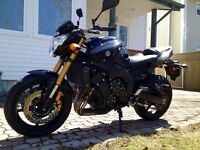 2011 Yamaha FZ8 4000 kms - $7,000 firm
