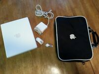 "Apple Mac i Book G4 12"" 1.33 mhz with original carrying Bag"