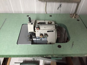 Machine à coudre industrielle Overlock Brother 3 fils