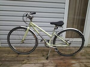 Jamis Commuter 2 bike New condition