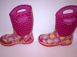 Bogs Kid's Girls Classic Flower Dot Cherry Pink Youth Size 2 Stratford Kitchener Area image 3