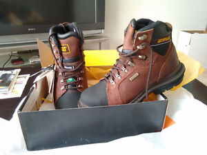 Men's Caterpillar Steel Toed Work Boots. CSA Approved. Size 9