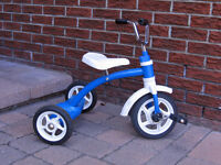 **** TODDLER TRICYCLE IN VERY GOOD CONDITION!  ****