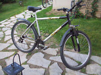 Adult 26 inch wheel mountain bike with front shocks