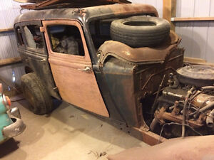 1933 plymouth 4 dr solid car