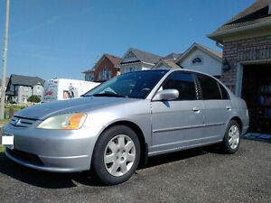 **MUST SEE: Honda Civic w/NAVI & Bluetooth, LOW KMs**