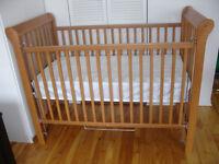 Belle bassinette en bois naturel brun + Matelas 125$