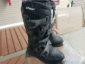 **Thor Blitz Youth Motocross Boots, Size 2**