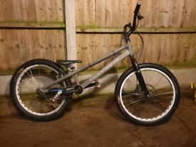 Adamant 24 trials bike