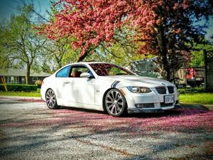 2009 BMW 335i Coupe ( White on red)