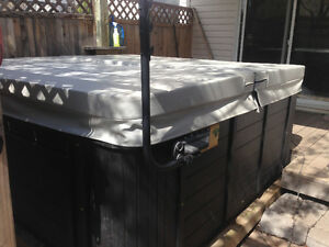 Beautiful 6 person Hot Tub for Sale