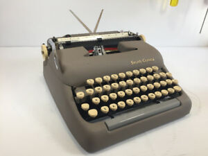 Dactylo / machine à écrire / typewriter Smith-corona Sterling