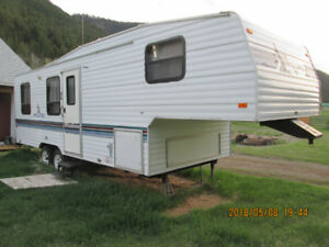 Fleetwood Mallard Inn 5th wheel for sale