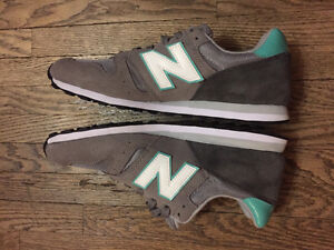Brand New - Women's NEW BALANCE - Size 11 (Grey & Teal)