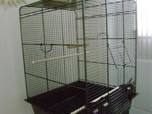 Cage d oiseau a vendre a $60.00
