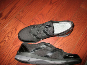 DKNY shoes ladies size 6 brand new