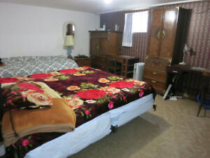 ROOM FOR 2 FEMALE STUDENTS TO SHARE--$325 EACH--SEPTEMBER