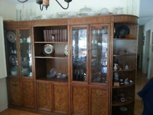 DROPPED PRICE-DISPLAY HUTCH/CHINA CABINET