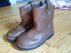 Girl boots - size 11