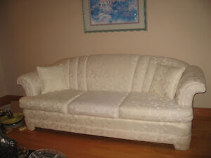 FORMAL LIVING ROOM FURNITURE - non smoking and pet free home