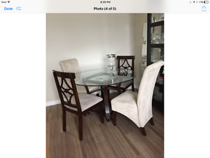 4 CHAIRS AND GLASS DINETTE TABLE