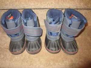 INFANT SHOES & WINTER BOOTS SIZE 7 (1YR- 2YR)